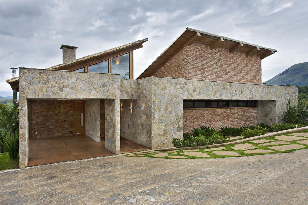 Contemporary Mountain House in Brazil by David Guerra