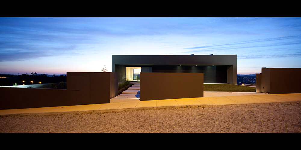 Modern House in Portugal by Sequeira Architects