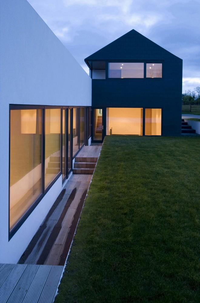 Summerhill House by Boyd Cody Architects