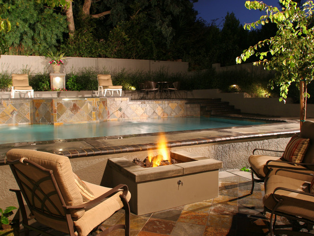 25 Beautiful Fireplaces and Fire Pits For Your Garden