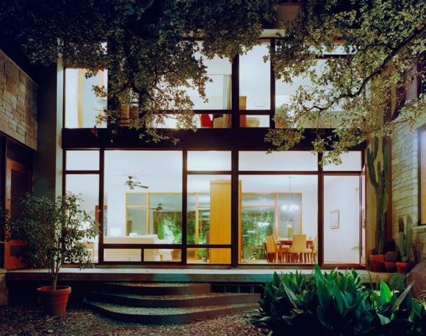 Bright Fairfax Walk Residence In Austin, Texas