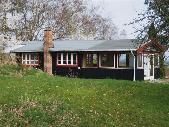 Modest-Cottage-2
