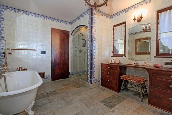 Spanish colonial estate 26 nimvo interior design for Colonial bathroom ideas