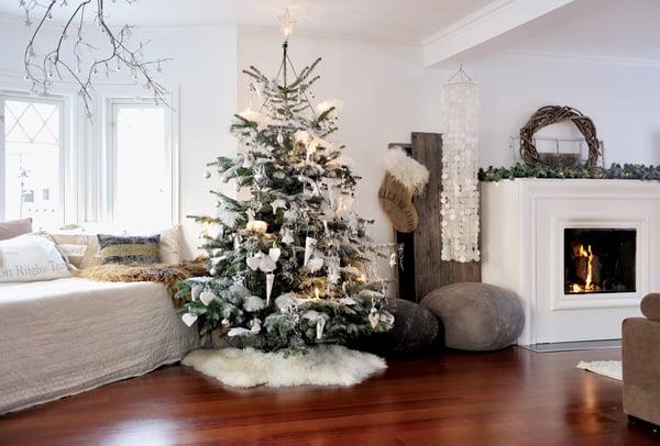 Scandinavian-Christmas-House-1