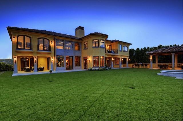 pictures of kim kardashian and kanye west 39 s bel air mansion. Black Bedroom Furniture Sets. Home Design Ideas