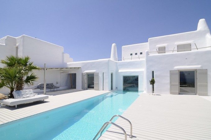 Minimal Greek Summer House With Sculptural Looks