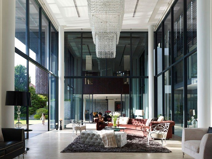 Have A Look At Some Luxurious Living Rooms