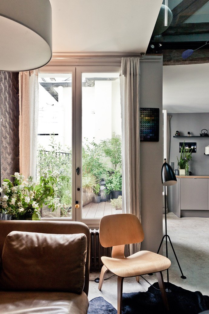 Small Paris Apartment Designed In The Typical French Limitations