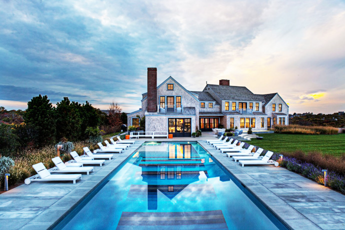 Traditional Appearance Of Squam Residence Hides Modern Interios