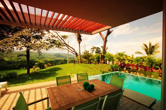 Black Beauty Mariposa Villa Stands Out In A Luxuriant Ecological Wonderland