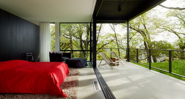 Burton Residence Offers Relaxation In A Marvelous Natural Scenery