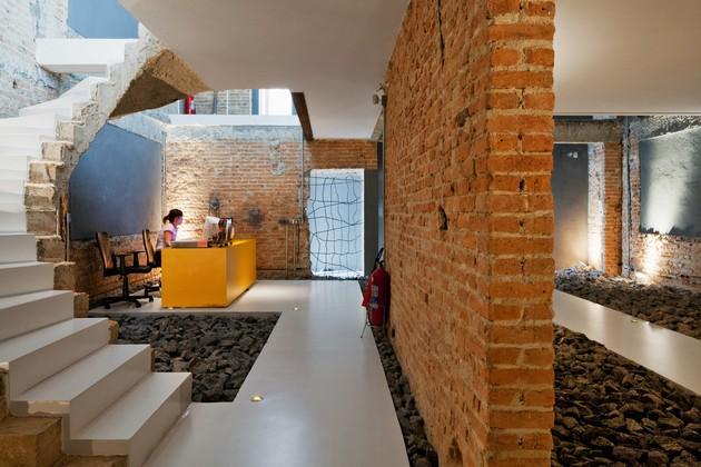 Brazilian Casa REX Has A Brilliant Office Design