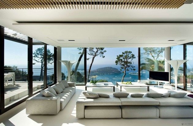Exquisite Bayview Villa On The French Riviera