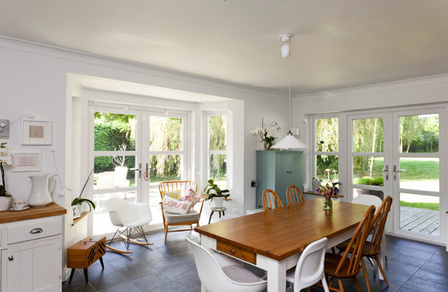 Peaceful home offers a perfect warm environment - Cocinas estilo ingles decoracion ...