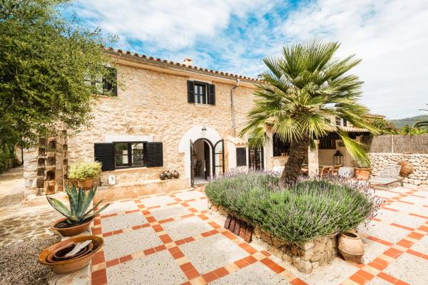 Marlene birger 39 s home in mallorca follows her gorgeous fashion sense - Casa de campo mallorca ...