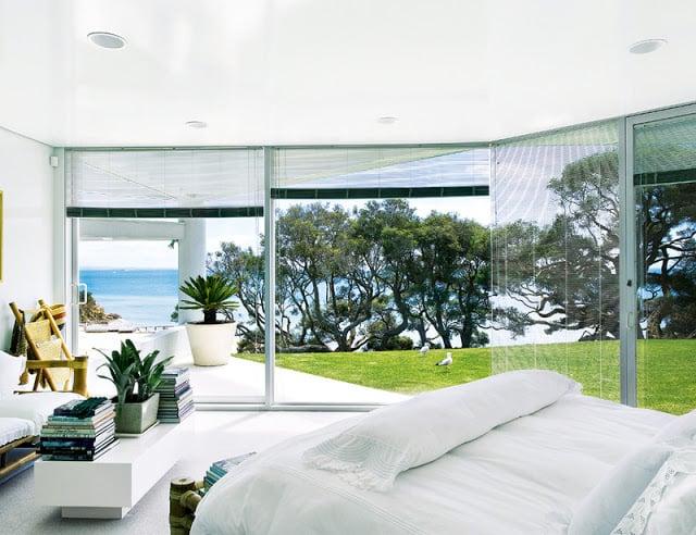 A Sophisticated Refuge Near The Sea: Miramar House