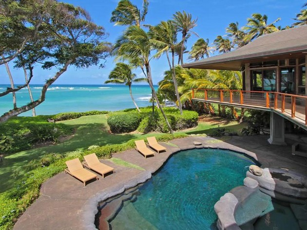 Amazing $9.5 Million Worth Beachfront Residence