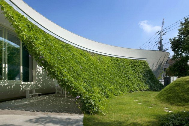 The Unique Japanese Design Of Green Screen House