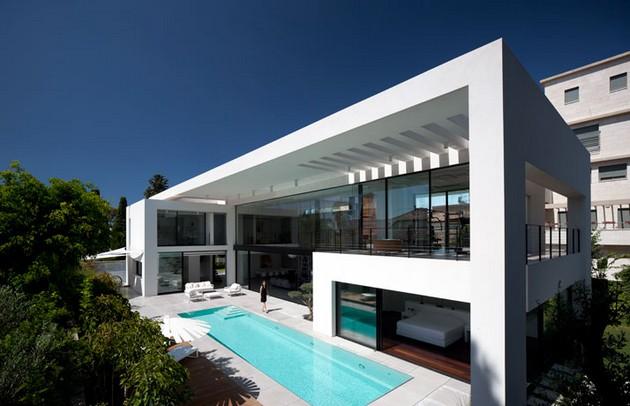 Sunny Bauhaus Residence By Pitsou Kedem Architects