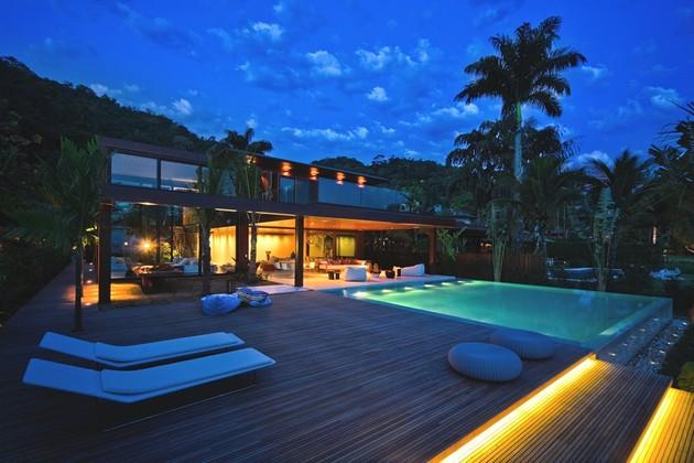 A Lush Decor And A Superb House In Rio De Janeiro