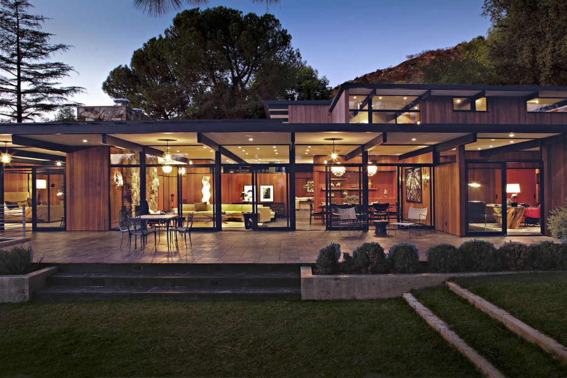 La Canada Mid Century Residence Blends In With The