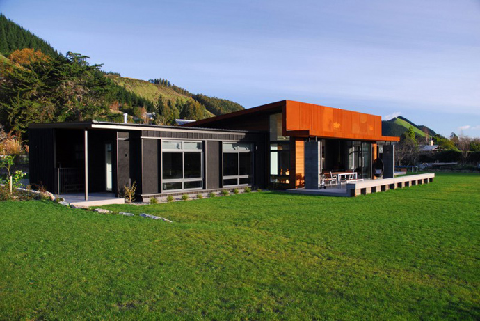 A Nature Friendly Residence By Guy Herschell Architects