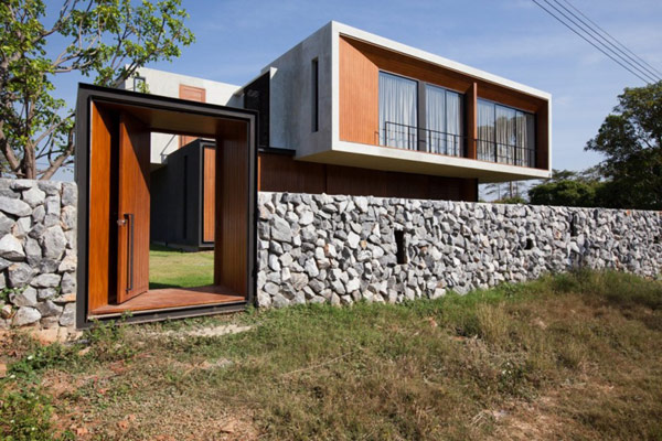 House W From Thailand Blends In Nicely With Its Surroundings