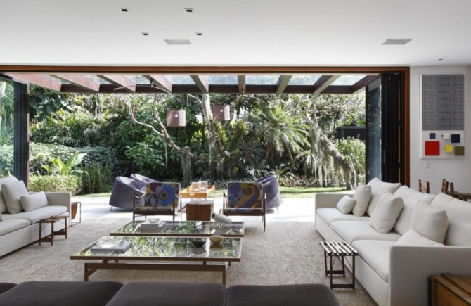 Exotic Plants And Palm Trees Make The Tempo House A Perfect Home For Nature Lovers
