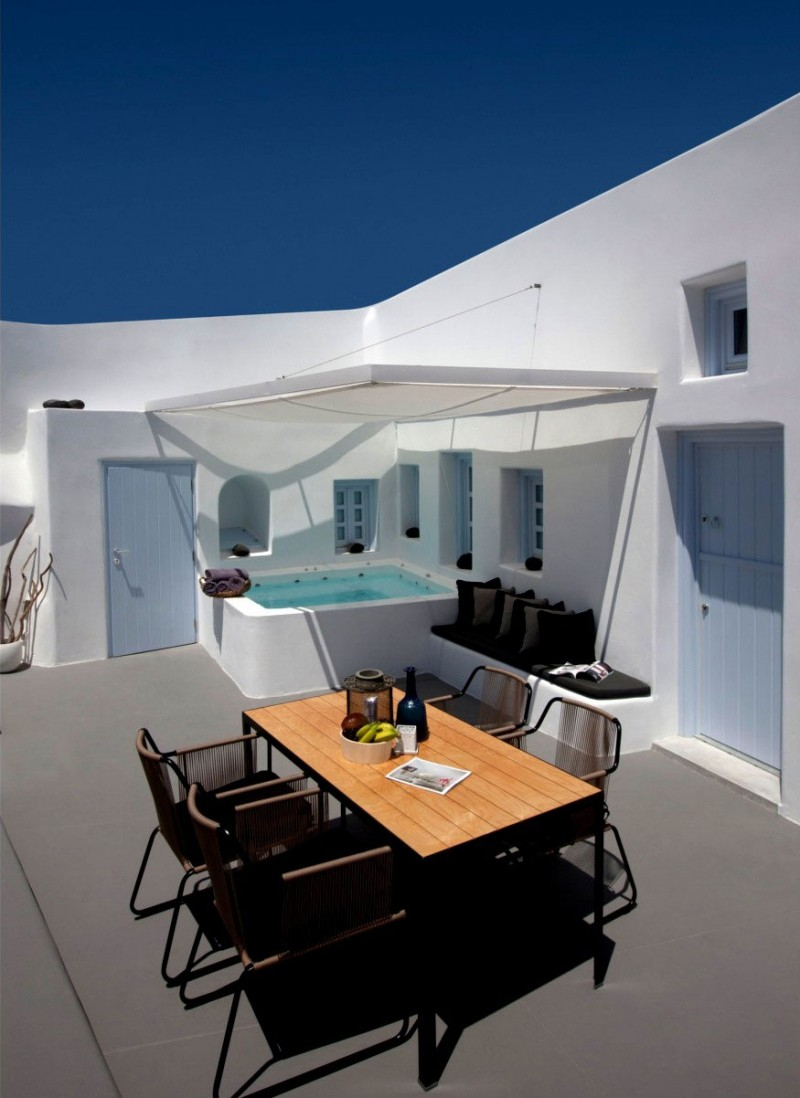 Villa Anemolia In Santorini Promises To Offer You A Lovely Holiday