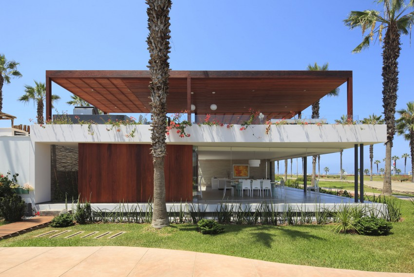Casa P12 Delights Its Inhabitants With Some Lovely Views Over The Landscape