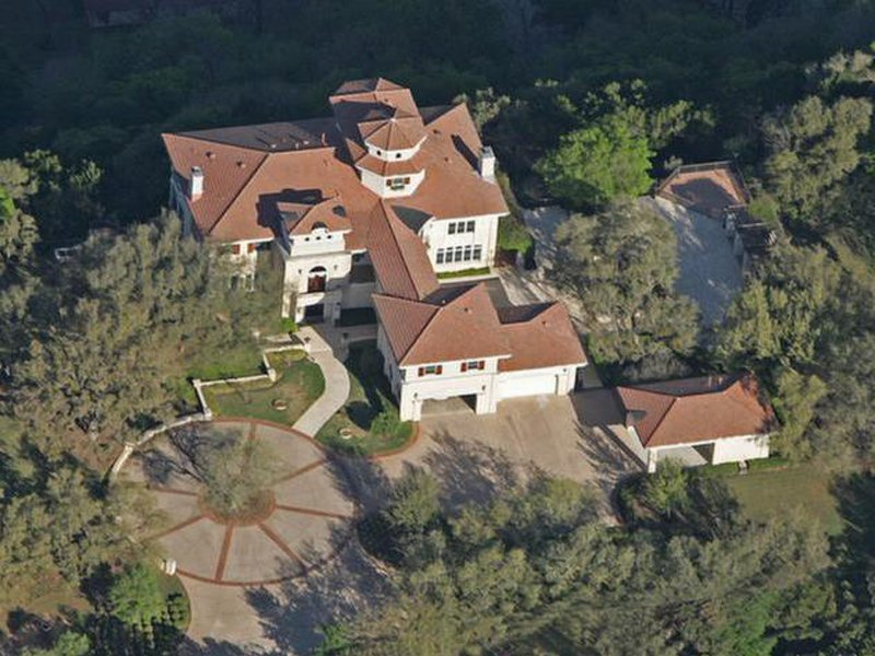 See Inside Matthew McConaugheys Lovely Residence From