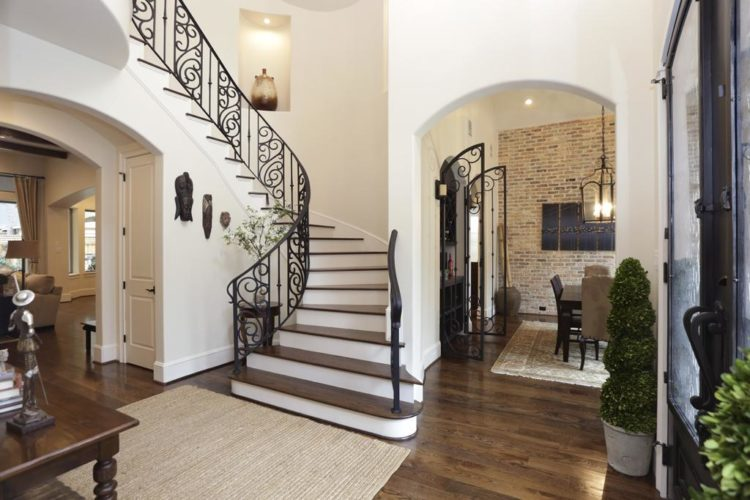 Foyer Home Insurance : Foyer with rear entry open hooks and