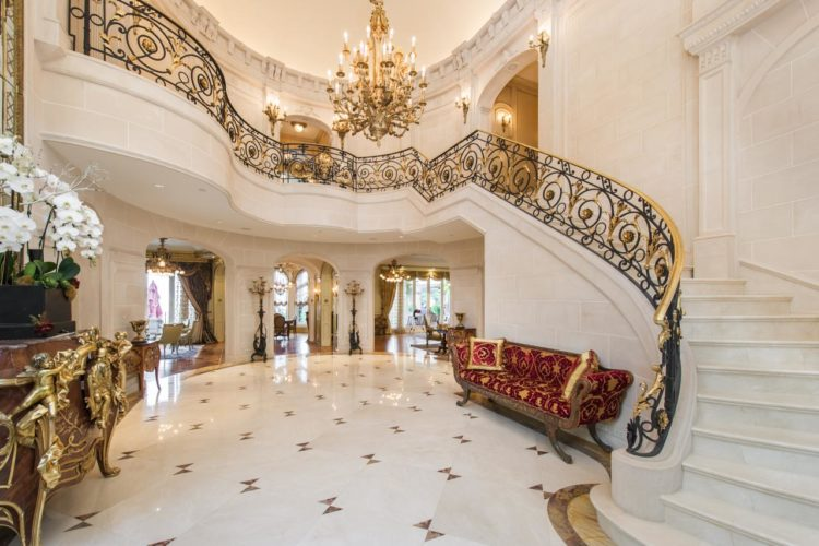20 Grand Foyer Entrances That Are Unbelievable