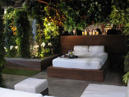 20 beautiful indoor outdoor bedroom designs for Outdoor bedroom
