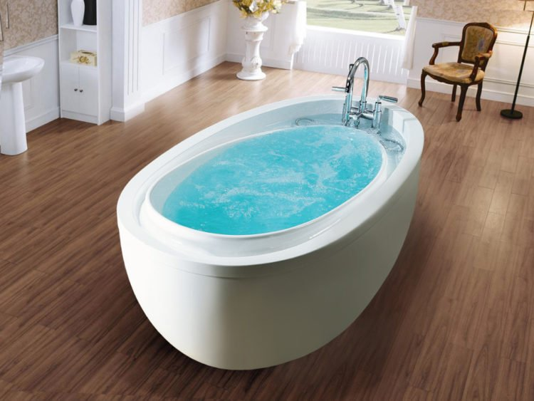 20 Bathroom Designs with Infinity Bathtubs