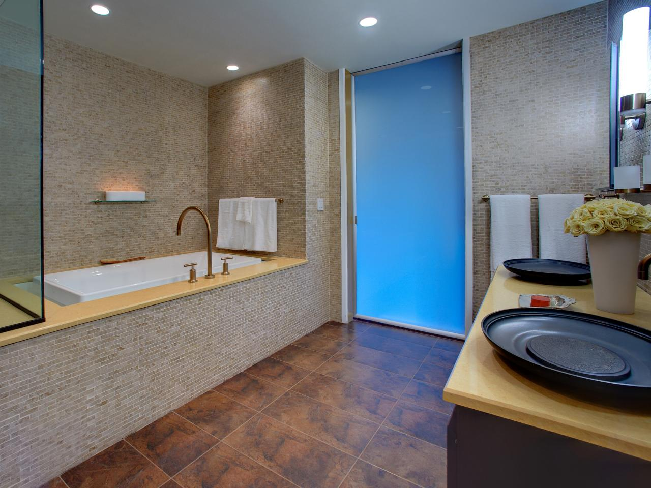 20 Bathroom Designs with Infinity Bathtubs