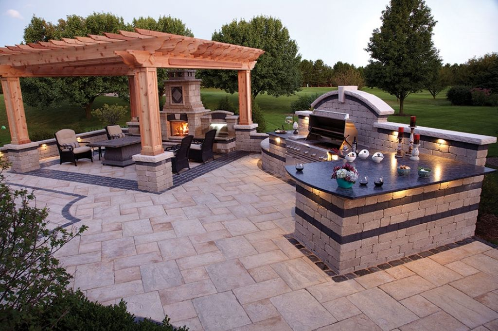 20 Gorgeous Poolside Outdoor Kitchen Designs on small remodel with kitchen, small backyard ideas deck, small room ideas with kitchen,