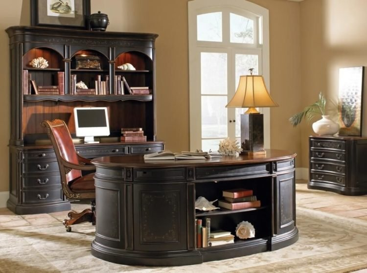 For More Ideas, Here Are 20 Beautiful Home Offices With Area Rugs For You  To View.