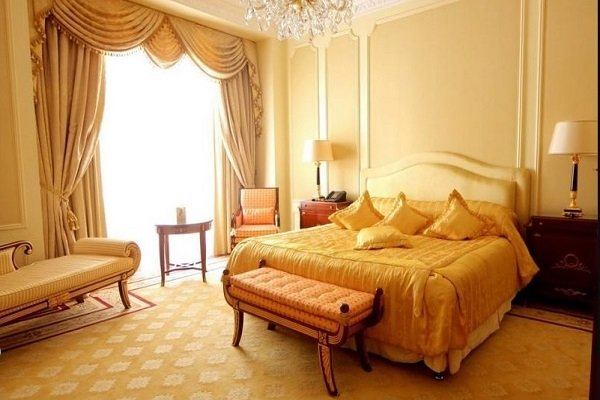 20 Beautiful Yellow Bedroom Ideas