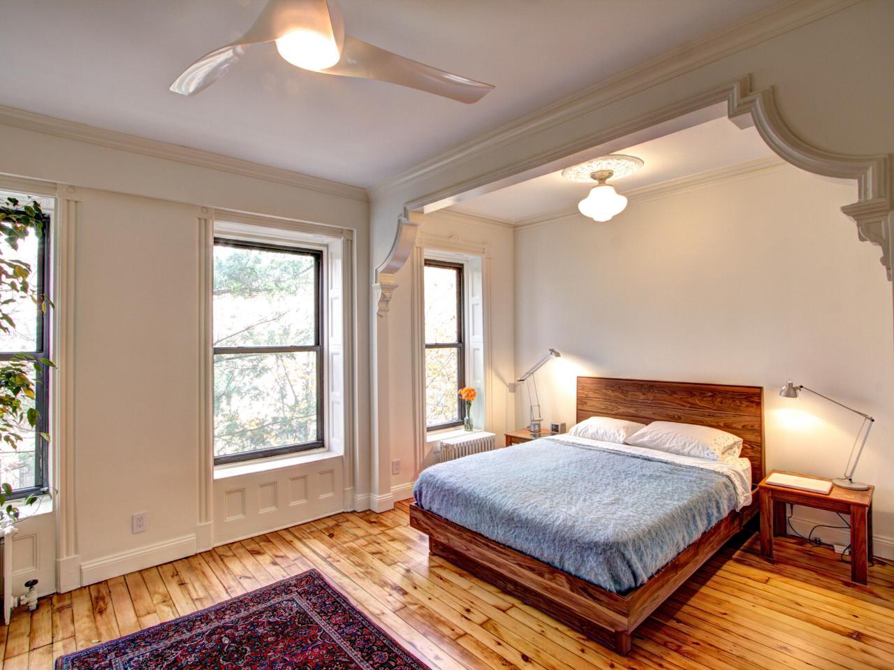 Дизайны спальни в частном доме в теплых тонах