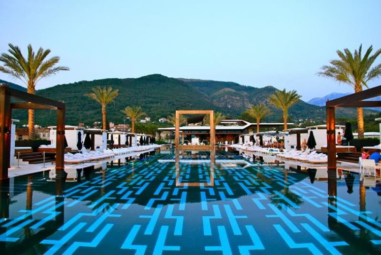 20 Gorgeous Hotel Swimming Pools From Around The World