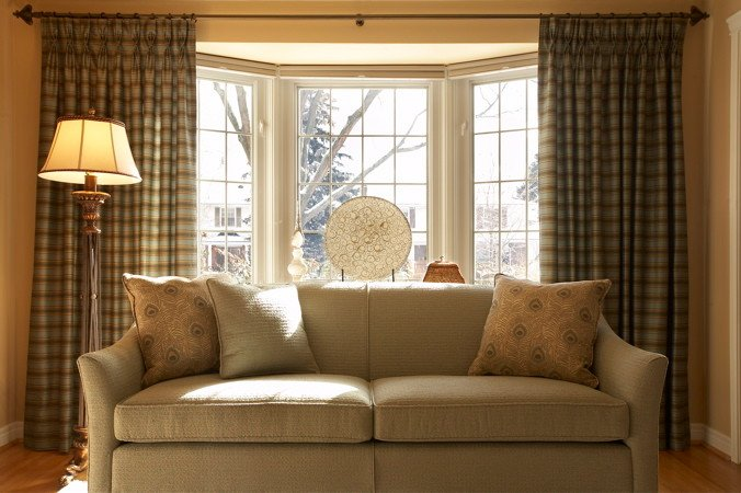 20 living rooms with beautiful bay windows - Window curtain ideas for living room ...