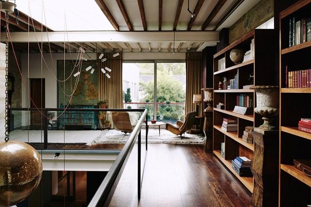 Image via .freshome.com & 20 Beautiful Mezzanine Living Room Ideas