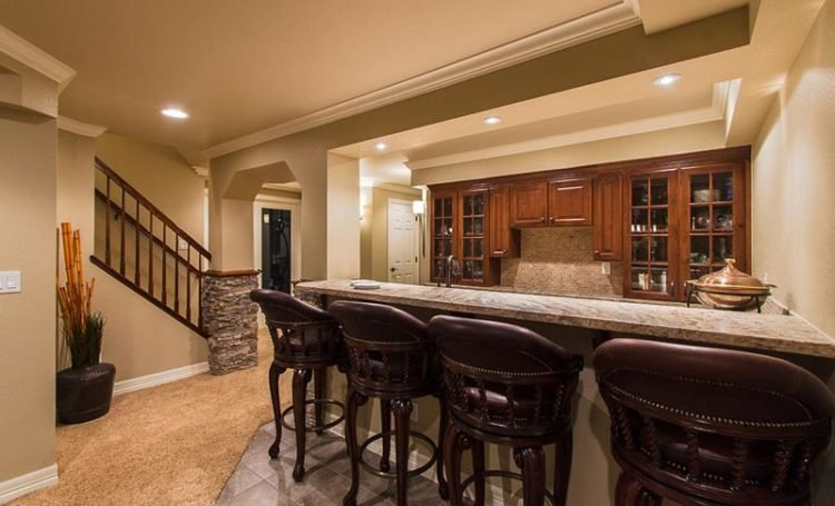 20 Finished Basements With Amazing Bar Setups