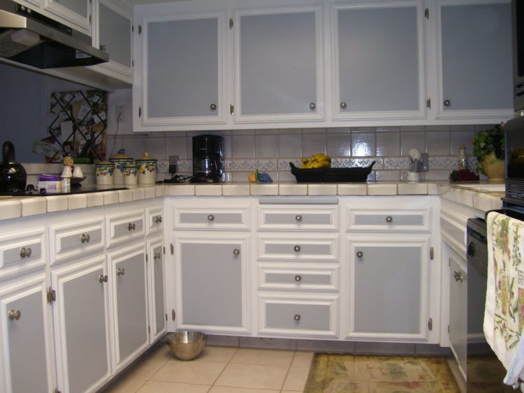 Two Tone Kitchen Cupboards Image via www.bobmwc.com