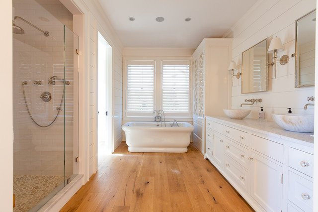 20 Gorgeous Bathrooms With Wooden Floors