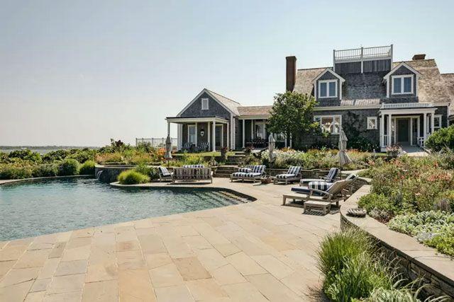 kourtney kardashian 39 s 50 million nantucket airbnb. Black Bedroom Furniture Sets. Home Design Ideas