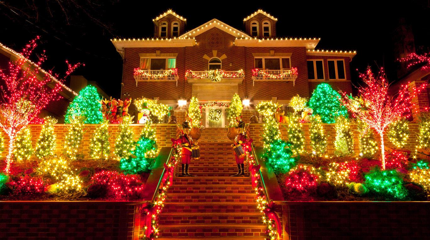 20 Phenomenal Outdoor Christmas Lights Setups | Nimvo - Interior and Exterior Design ...