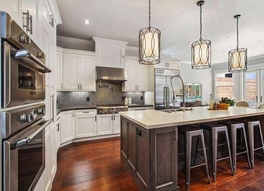 captivating kitchen island pendant lighting design | 20 Gorgeous Kitchen Island Designs with Pendant Lights