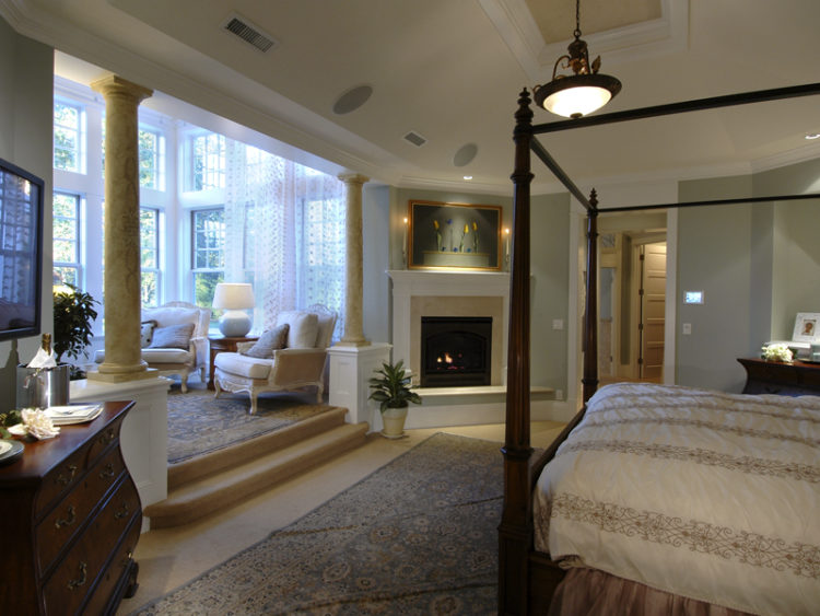20 Gorgeous Master Bedrooms With Sitting Areas
